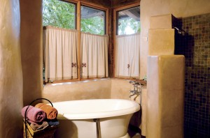 The Flat Rock Hickory Room Tub at El Portal Sedona Hotel