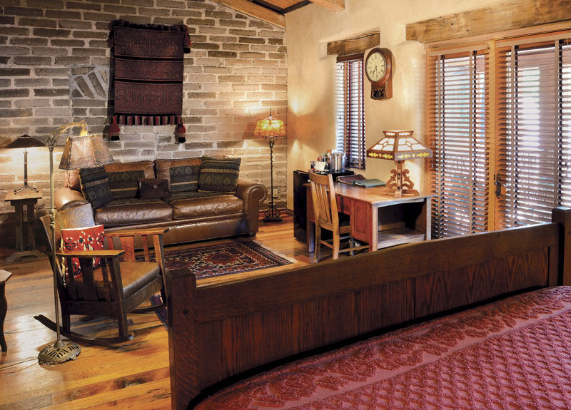 Luxury hotel room sedona pet friendly room el portal for Pet friendly luxury hotels