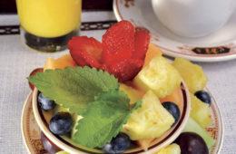 El-Portal-Breakfast-fruit-bowl